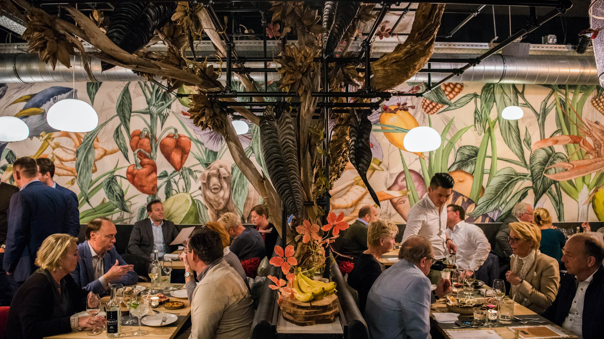 _JOEL7005_restaurant-AJI_LR-3